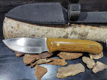 Picture of GECKO Custom Knife, Large with Oak Wood Handle & Case